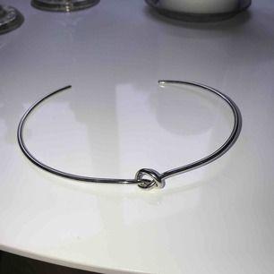 Halsband med knut, frakt tillkommer (18kr)