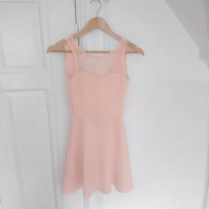 Rosa klänning i st XS/XXS