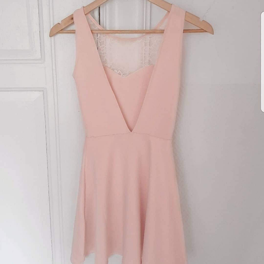 Rosa klänning i st XS/XXS. Klänningar.