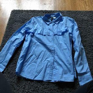 Helt oanvänd skjorta