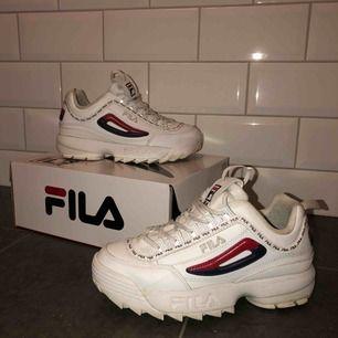 Snygga fila skor i storlek 38.5, själs pågrund av att de inte kommer till användning