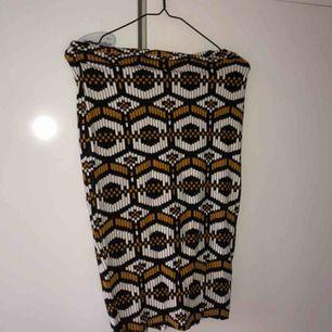 Sååå snygg tajt kjol från Elsa Ekman x Bikbok. Storlek M.