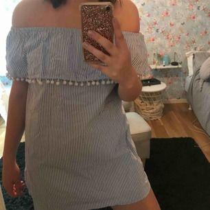 Jag säljer en klänning från Forever21. Storlek M/L. Köparen står från frakten.