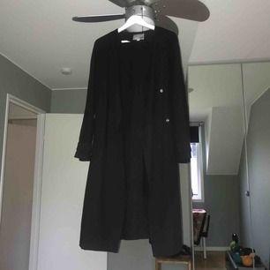 Svart enkel trench coat från lager 157