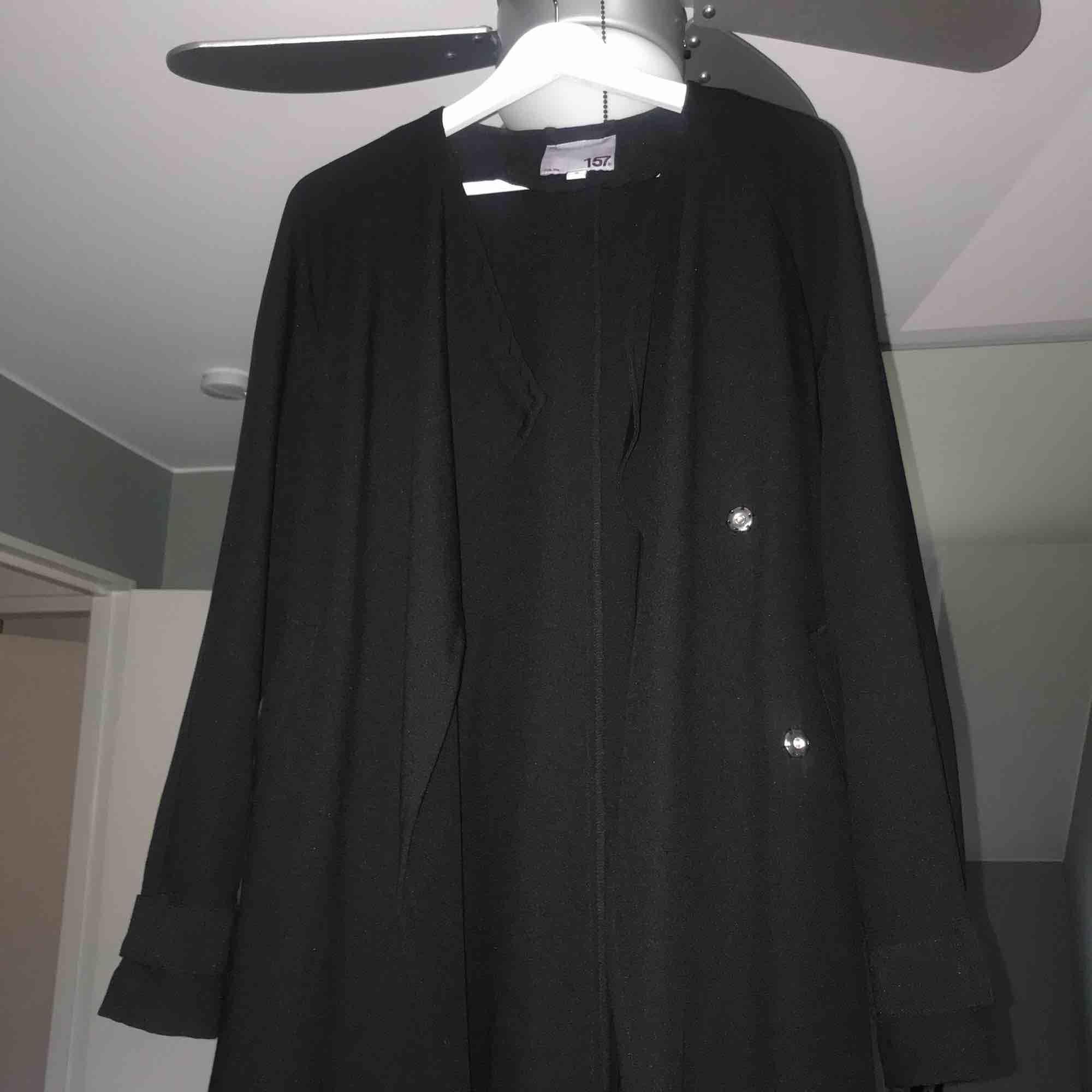 Svart enkel trench coat från lager 157. Jackor.