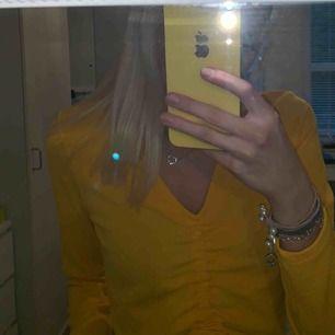 Jätte fin tröja från hm, dock för stor för mig.  Aldrig använd.
