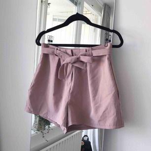 Superfina shorts från Boohoo i storlek 36. Frakt ingår!