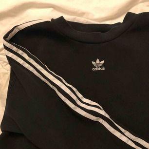 Oversize adidas tröja. Köparen står för frakten. ✨