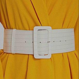 Sååå ballt midjeskärp/bälte som passar perfekt till en klänning, trench coat mm. Helt nytt, aldrig använt!❤️