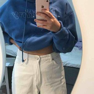 high waisted ripped jeans från monki! fraktar inte men möts upp i stockholm