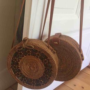 Väskor köpt på Bali. 200 kr styck.