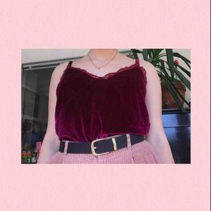 Ett jättefint linne i en underbar färg från nly trend! Perfekt till sommaren;) Aldrig använd och därför i nyköpt skick! Frakten är 36kr