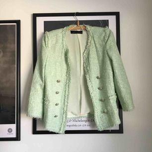 Stilren sommarjacka från Zara. Använd fåtal gånger. Säljaren står för frakten 👗✨
