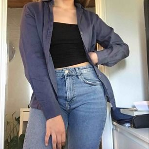 Linneskjorta från Gina Tricot. Storlek 40 men passar 38 och 36 om den ska vara lite over sized. Frakt ingår💫