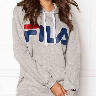 Grå fila hoodie, köpt för 2 år sen men knappt använd☺️ Den är XS men jag tycker mer att den är som en S. Frakt tillkommer💕