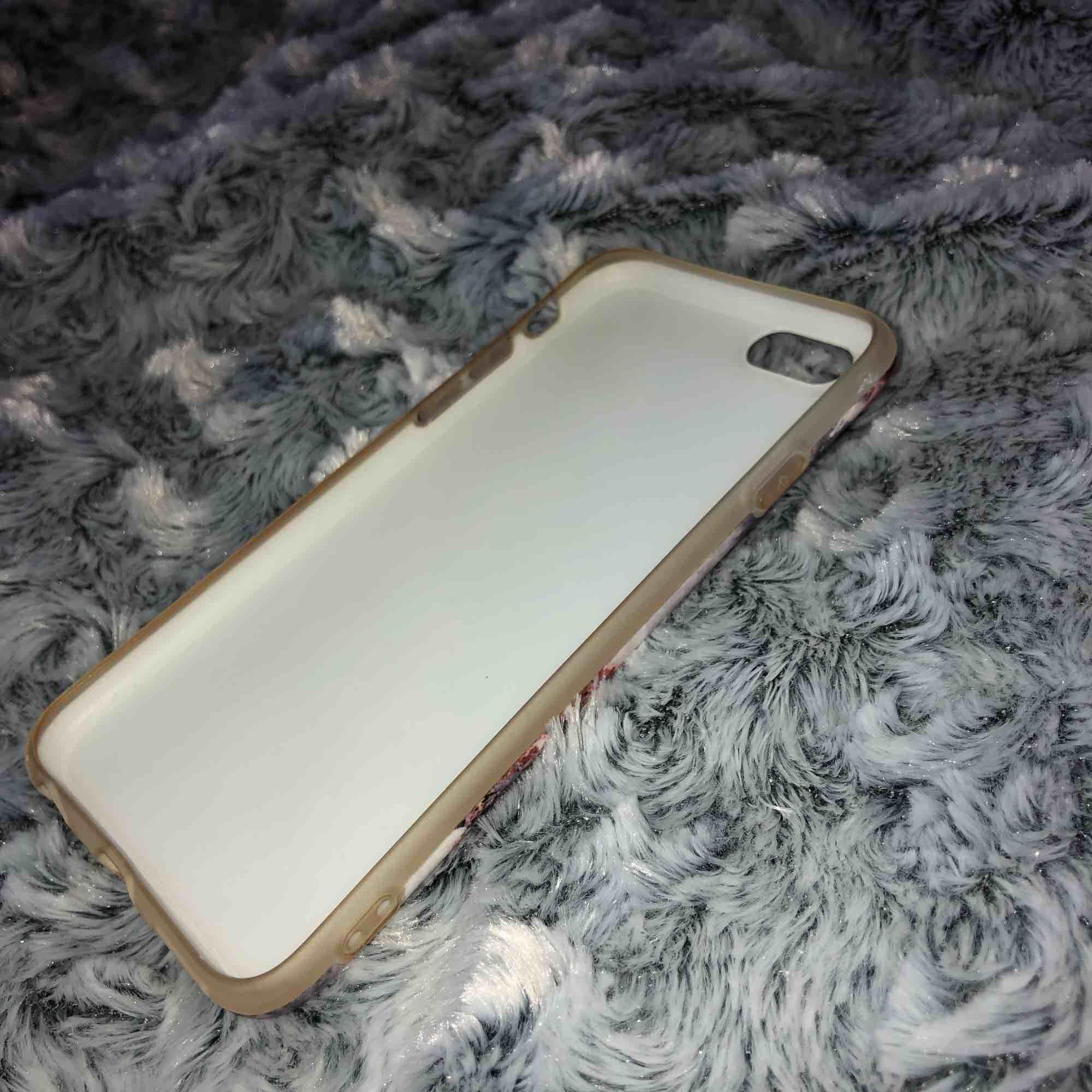 Snyggt marmor skal som inte används längre pga ny mobil:) . Övrigt.