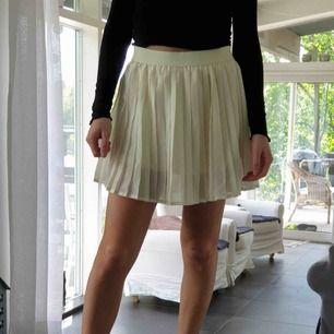 Superfin kjol från bikbok strlk S.