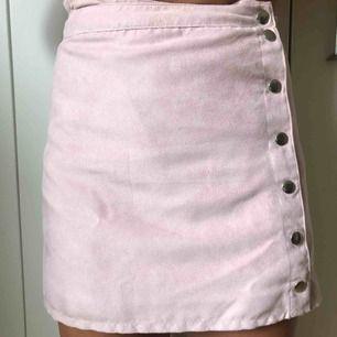 Mockakjol rosa med knappar