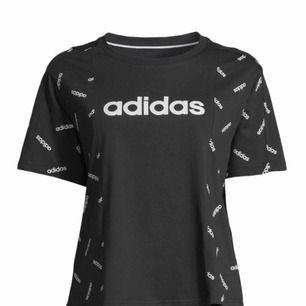 Adidas oversized t-shirt. Skit snygg och ball. Aldrig använd. Jag står för frakt