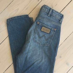 Wrangler jeans Retro slim, stl 26, passar nog även en 25a.