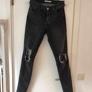 """721:or från Levis i bra skick. En aning stretchiga, """"riktigt"""" jeanstyg. Frakt tillkommer!"""