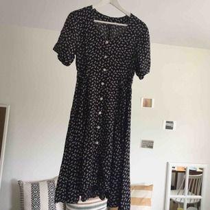 Så fin vintageklänning! 🌹🌹🌹 Köpt här på plick, men säljer då jag har många liknande.