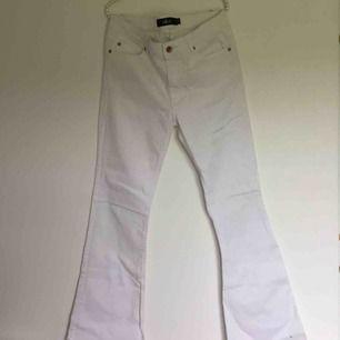 Skitsnygga vita demin jeans från Ellos ✨ ✨🌼Kolla in mina andra annonser🌼✨