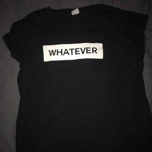 T-shirt från gina som är väldigt sparsamt använd. Storlek XL men tycker den sitter som en M då den passar mig. Kom med egna bud💫