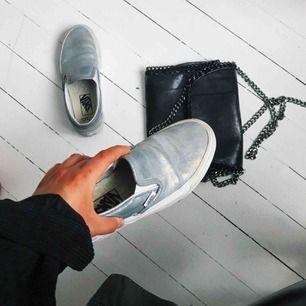 Tvärcoola vans köpt ifrån en limited edition-kollektion för ett par år sen men har tyvärr bara stått och dammat i garderoben sen dess.. alltså i princip oanvända!! nypriset var 1000kr. Kan skicka fler bilder vid intresse!💜