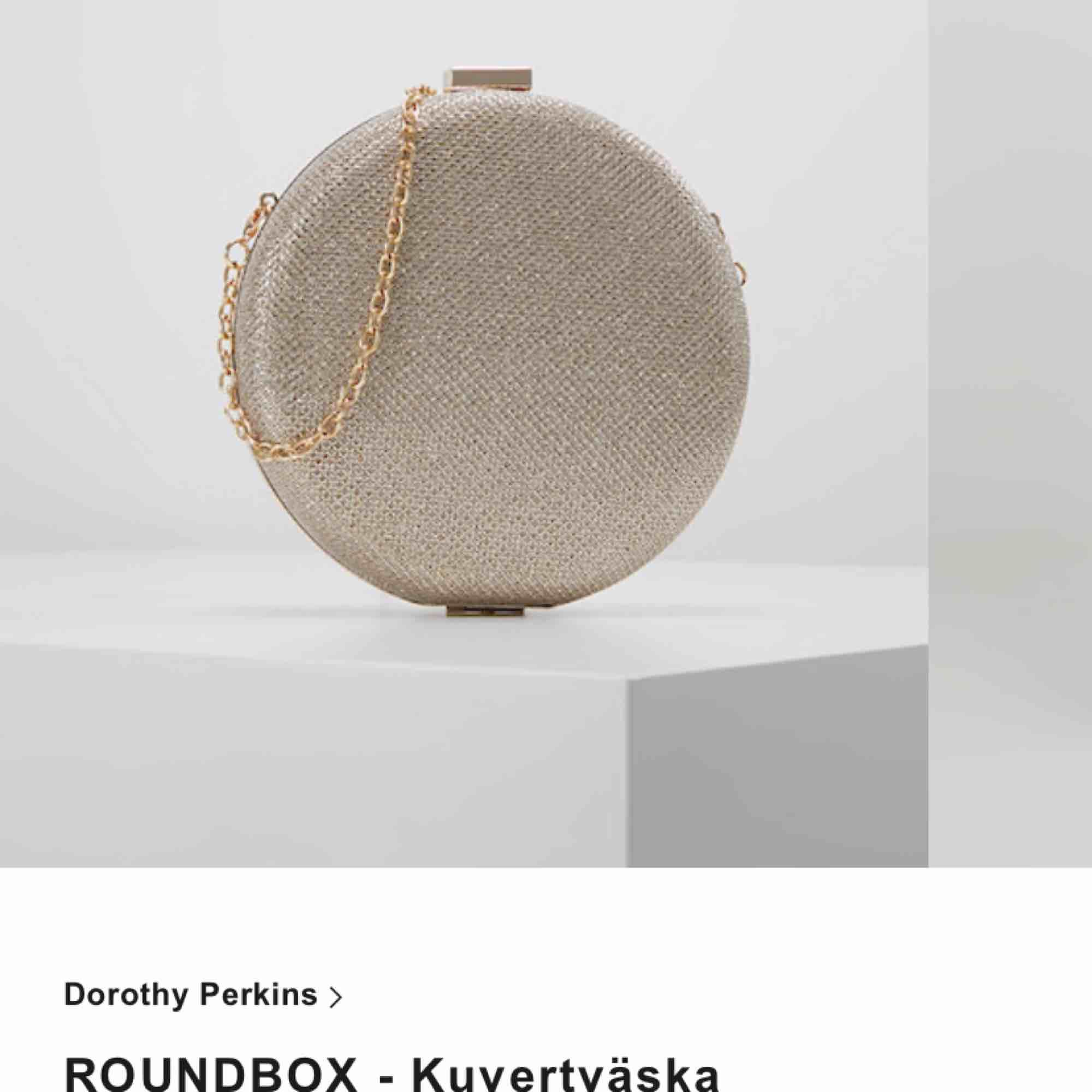 Supersnygg skimmerig väska. Använd 2 gånger. Säljer för 250 inklusive frakt! . Väskor.