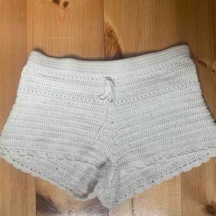 Fina virkade shorts från gina tricot. Använd ett fåtal gånger men i fint skick