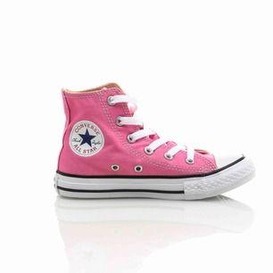 Helt oanvända converse i en superfin rosa färg. Säljes pga fel storlek