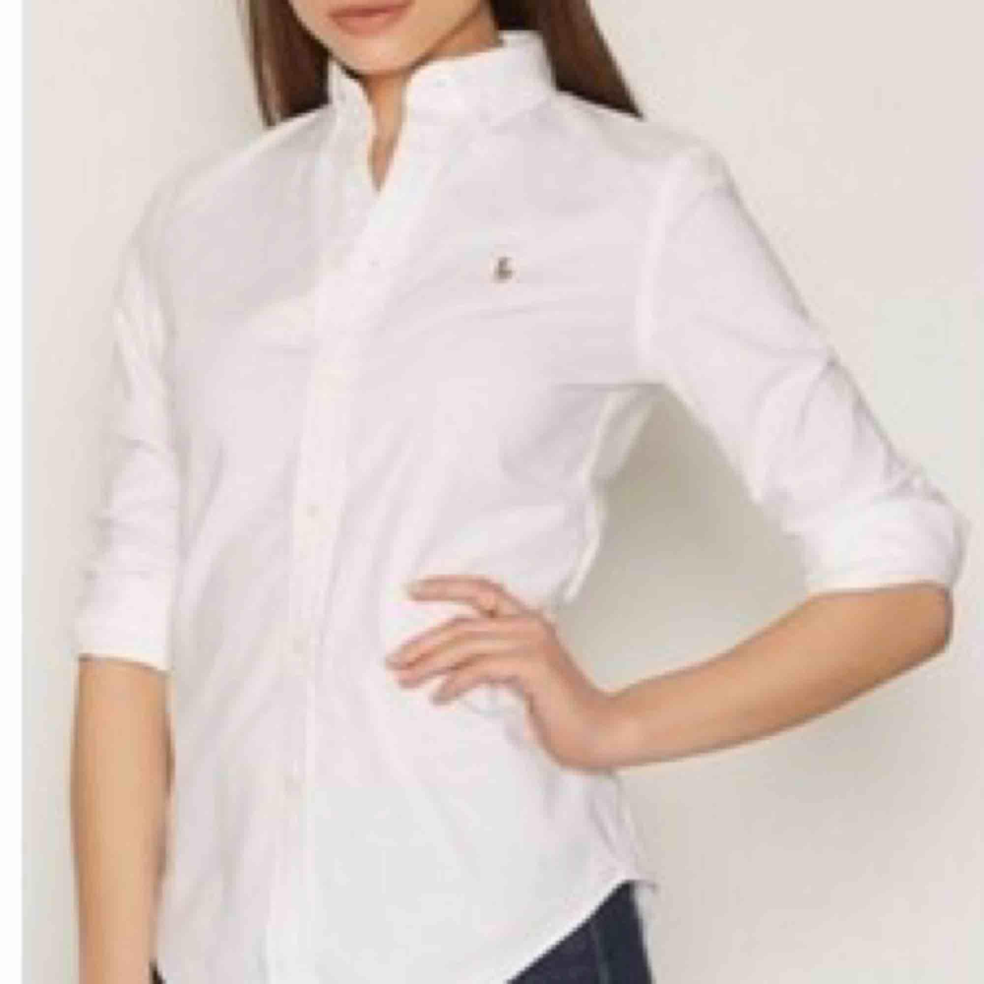 Säljer min skjorta från Ralph lauren i storlek 2, motsvarar en Xs/s. Säljes för 400kr inkl frakt . Skjortor.