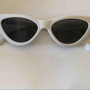 Solglasögon från Ur & Penn köpta för 80kr och endast använda ett fåtal gånger!
