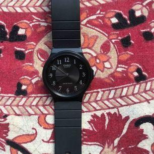Fin enkel Casio klocka  (frakt kan tillkomma)