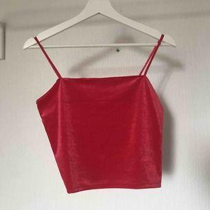 Röd velvet linne från Gina Tricot Aldrig använt  Köparen står för frakten 💕