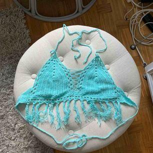 Fin crochet bralette/bh/croptop med fransar. Passar xs/s. Superfin färg när man är solbränd 🌞 Frakt ingår.