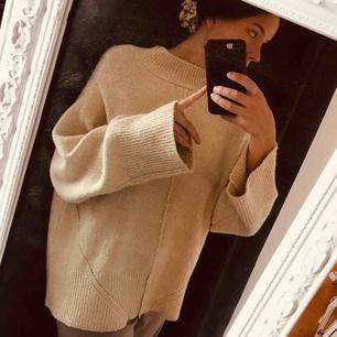 Supermysig tröja från Carin Wester. Varm och skön. Sticks ej 🌸 Perfekt oversized. I nyskick✨ Nypris 600 kr.  Hör gärna av dig vid eventuella frågor 💓 Köparen står för frakten.