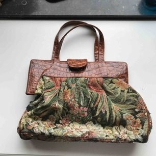Underbar bruksväska som är inhandlad vintage i London. Fräsch invändigt. Skickas mot frakt eller möter upp i centrala GBG!