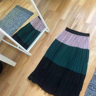 Jätte fin kjol i fint märk använd tre gånger. Ord pris 699