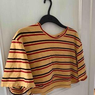 Kort t-shirt från MotelRocks!!! Aldrig använd. Finns i Norrköping, annars står köparen för frakten. (ung 20kr)