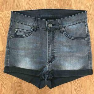 Jäätte fina högmidjade jeansshorts från cheap monday❤️ tyvär för små för mig :/