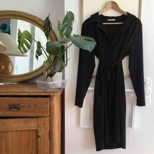 Svart jättesnygg klänning perfekt till vardags och fest🌸 Frakt tillkommer