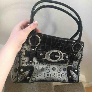 Jääääätte fin Gucci väska men vågar inte säga att det är äkta. Ser verkligen jätte lyxig ut