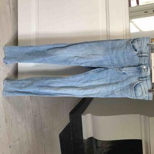 Blåa jeans, knappt använda, fint skick