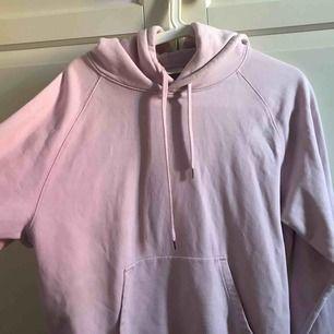 """WOOD WOOD rosa hoodie """"The low end"""" Köpt för 1.1k Säljs pga sällan användning. Storlek L men den är väldigt liten så sitter som en S på mig som är XS  BUD! SKRIV DM!"""