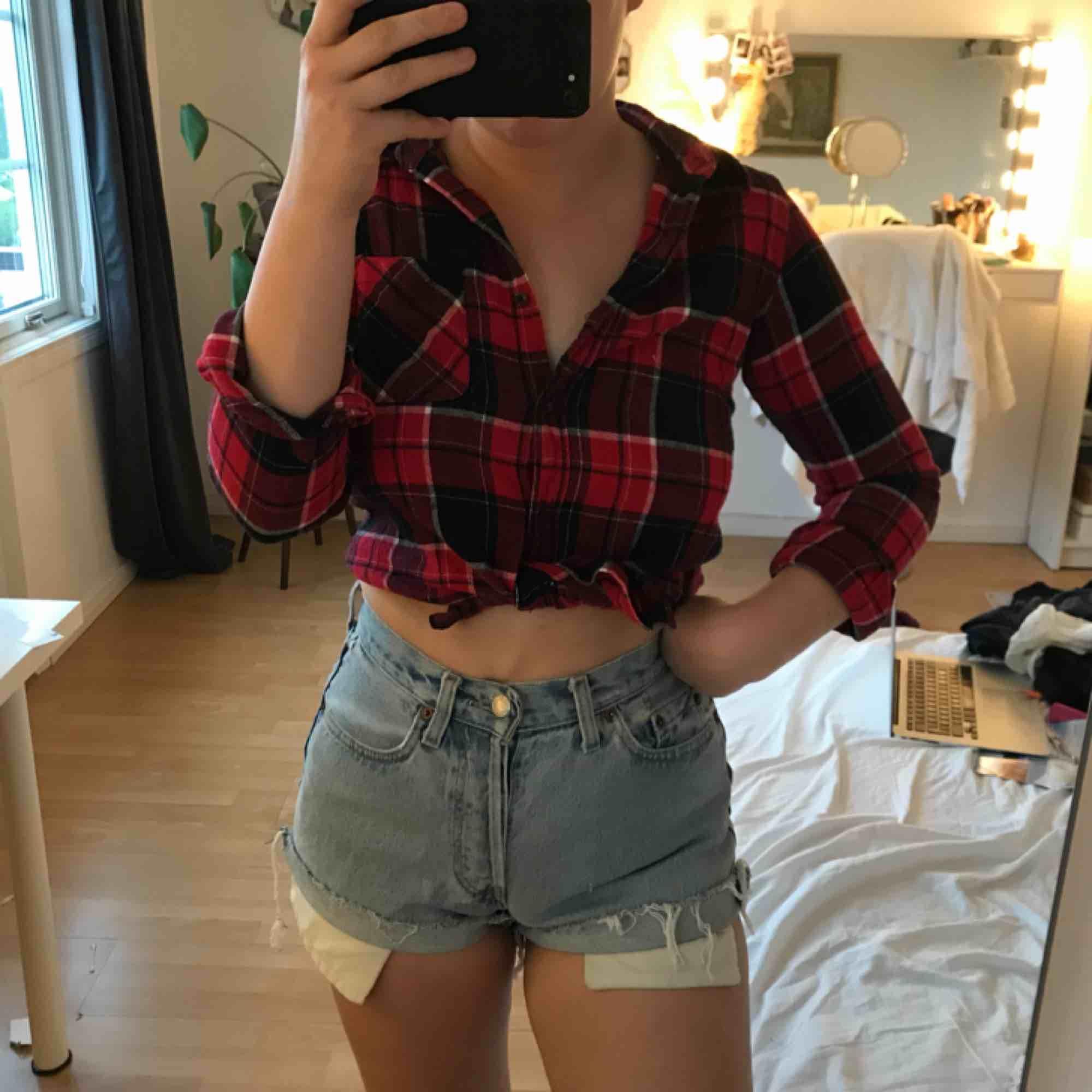 En fin skjorta i storlek S💛. Skjortor.
