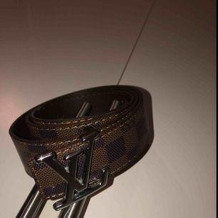115 • 46 cm Jättefint Louis Vuitton bälte!