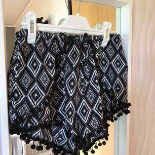 Korta mjukis shorts, som är väldigt stiliga med de små detaljerna! Nästan aldrig använda, så de är i fint skick! Bjuder på frakt