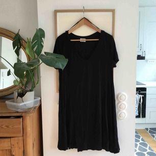 Fin T-shirt klänning från Zara. Perfekt till vardags och till stranden!